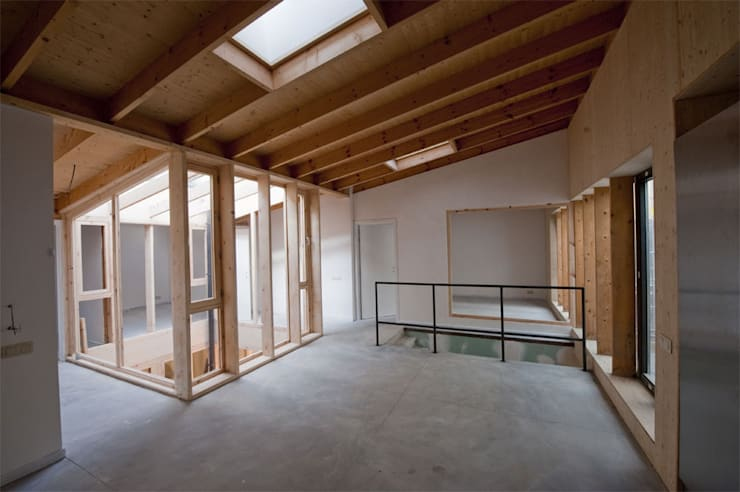Limite Collective Housing + Art Studios:  Living room by SHSH Architecture + Scenography