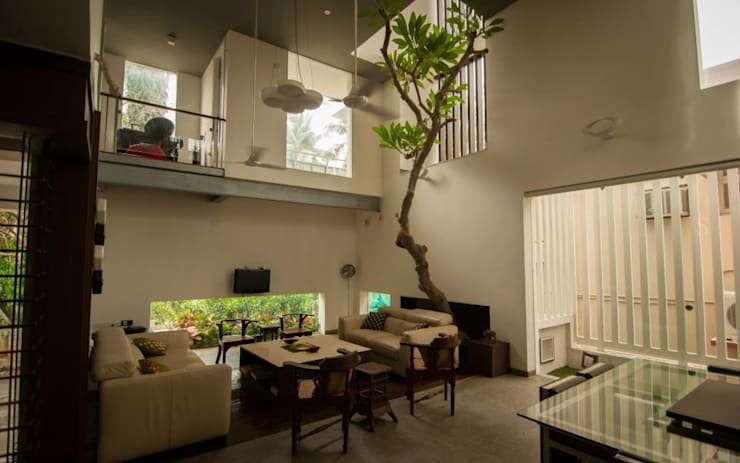 ANAND RESIDENCE: modern Living room by Muraliarchitects