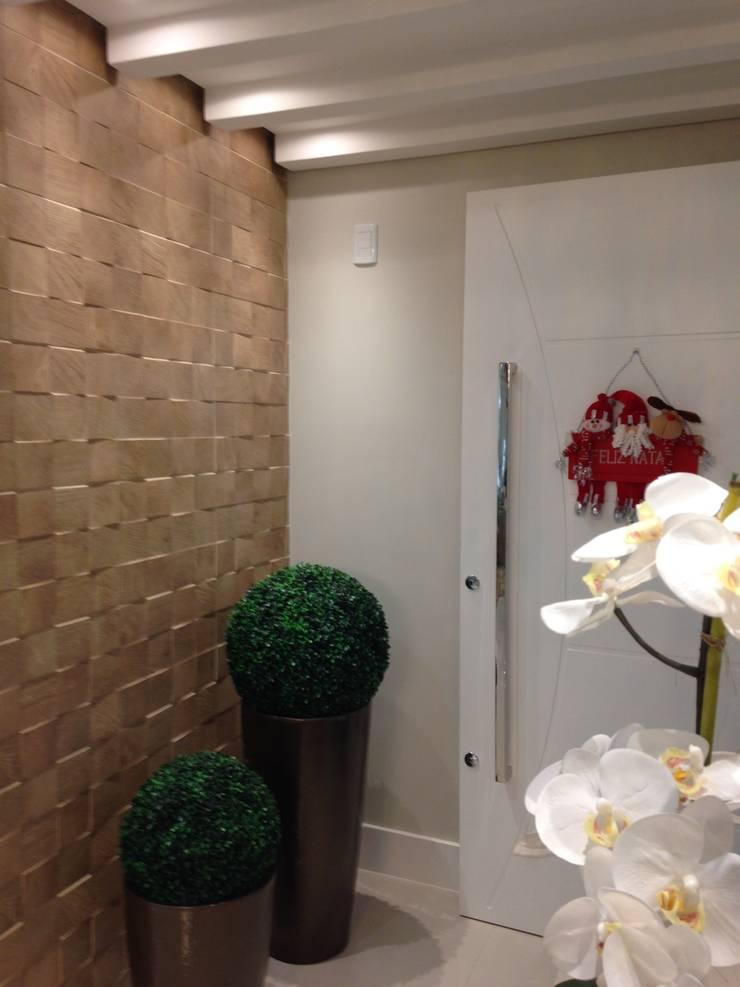 HALL: Corredores e halls de entrada  por Luizana Wiggers Projetos