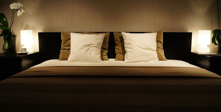 Sypialnia z kroplą romantyzmu: styl , w kategorii Sypialnia zaprojektowany przez Aleksandra Jaros Pracownia Architektury i Wnętrz