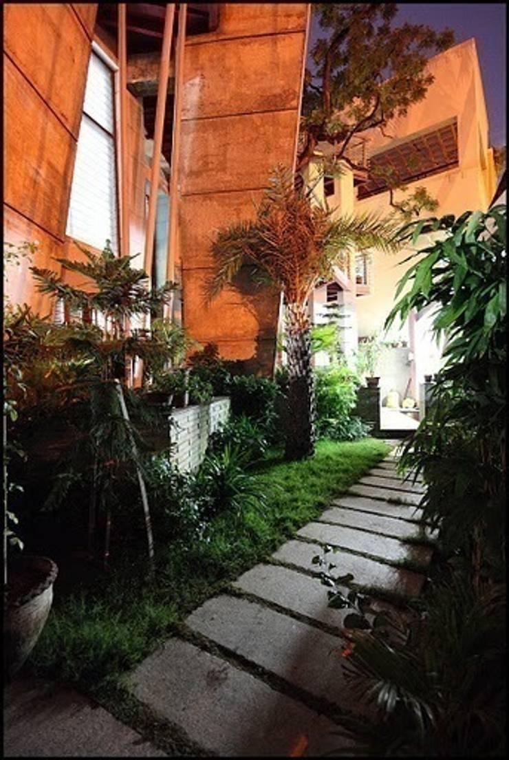 MUBARAK ALI RESIDENCE:  Garden by Muraliarchitects,Modern