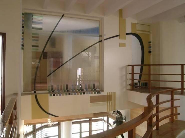 ANWAR SALEEM RESIDENCE:  Corridor & hallway by Muraliarchitects,Modern