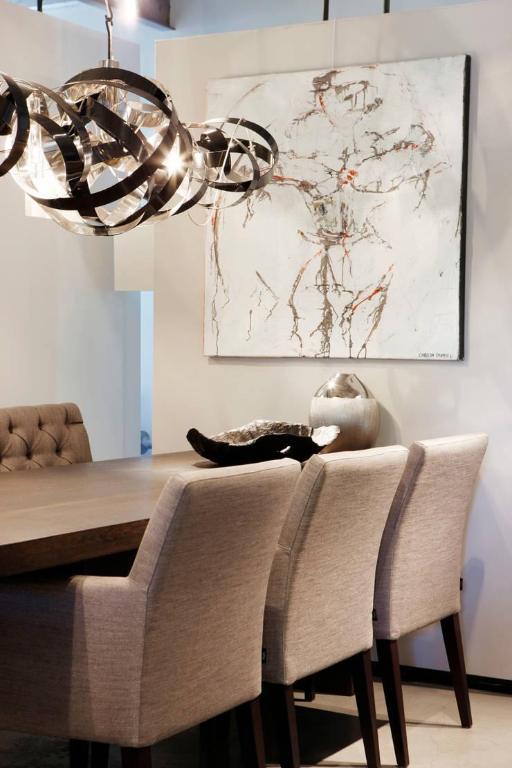 Showroom: moderne Eetkamer door huis van strijdhoven