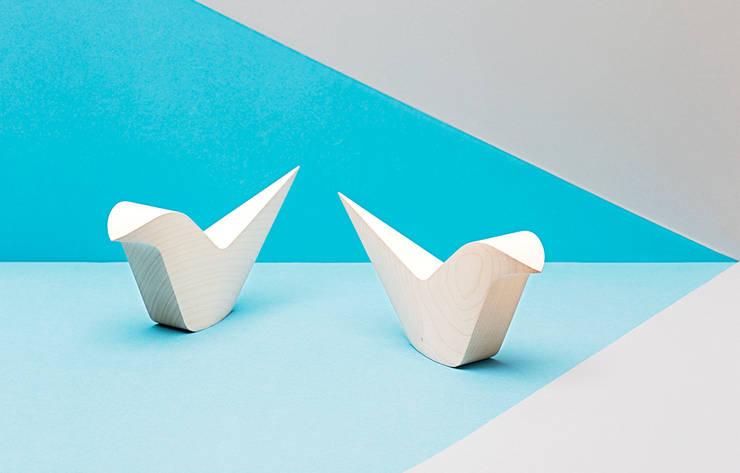 «WOODPUT»: skandinavische Wohnzimmer von Mizko Design