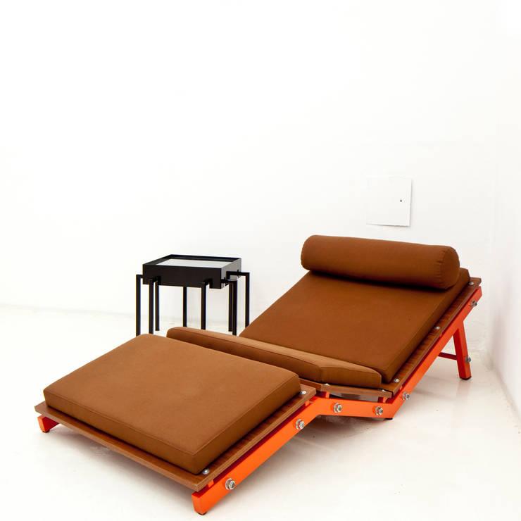 chaise longue- SEA: Soggiorno in stile  di  ALBORNO / GRILZ