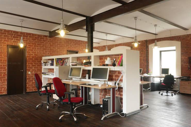 Рабочая зона в лофт офисе: Офисные помещения и магазины в . Автор – ODEL