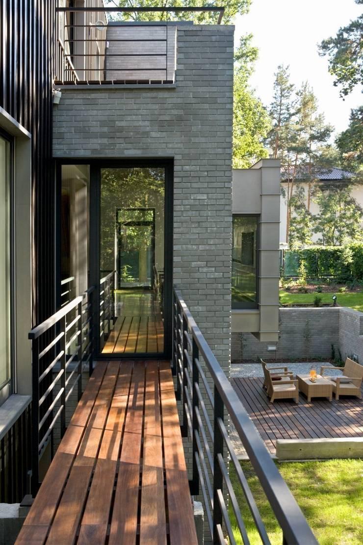 willa w aninie: styl nowoczesne, w kategorii Domy zaprojektowany przez Marek Rytych