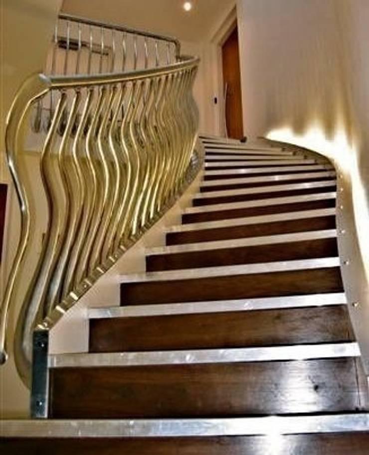 'Wave' sculptural balustrade in hand cast aluminium:  Corridor & hallway by Zigzag Design Studio (Sculptural Structures)