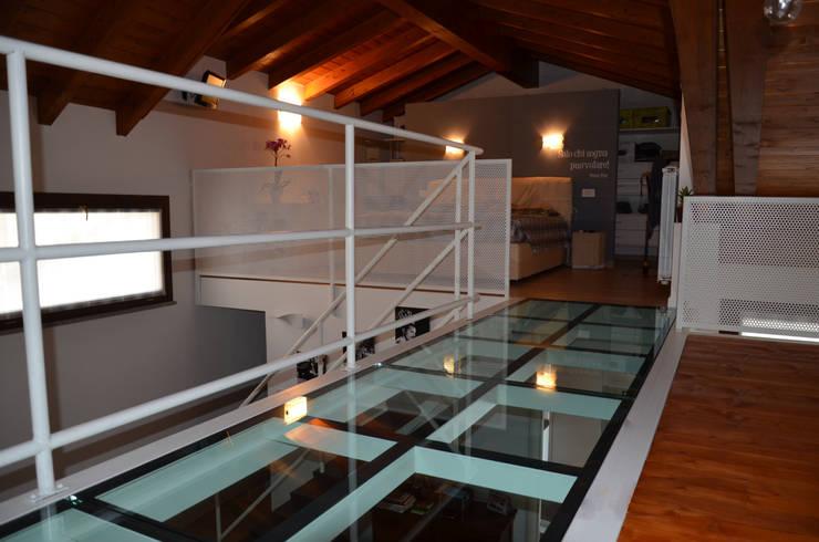 soppalco: Pareti in stile  di Alessandro Jurcovich Architetto