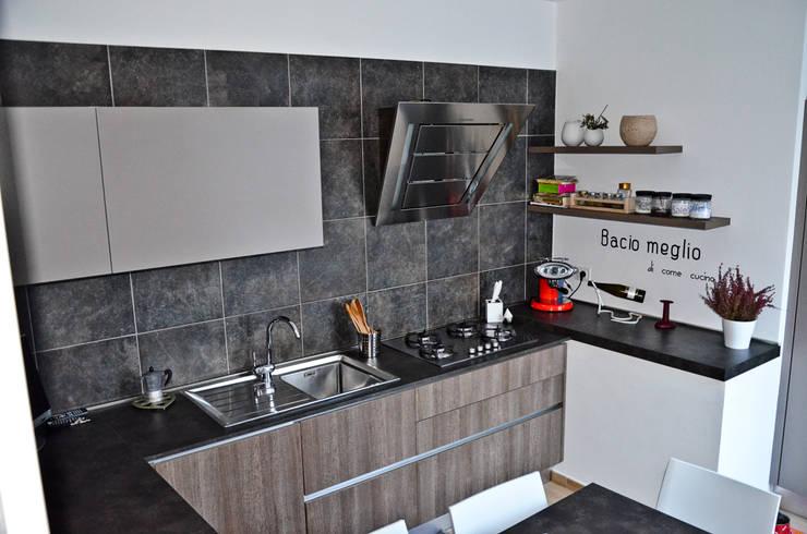 Recupero di un rustico: Cucina in stile in stile Moderno di Alessandro Jurcovich Architetto