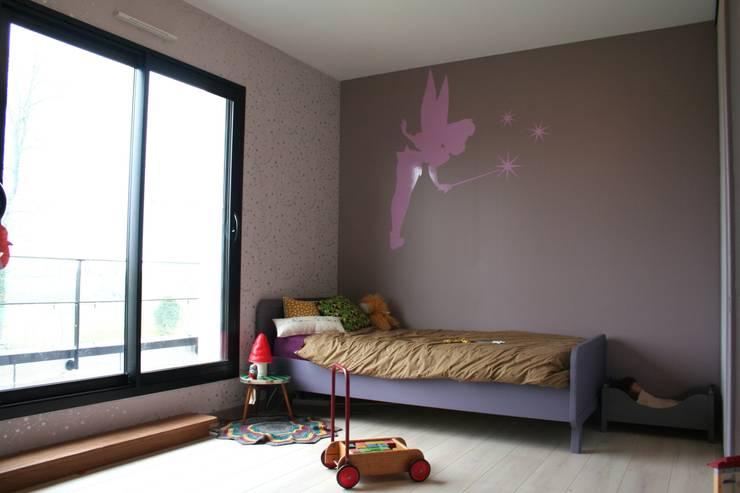 Une chambre de petite fille: Chambre d'enfants de style  par daisydacosta