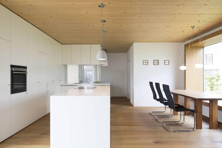 Haus Brunner:  Esszimmer von architektur + raum