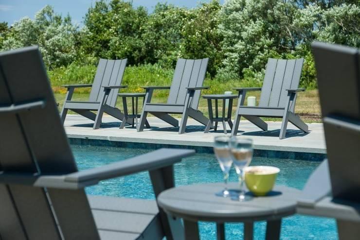 CASA BRUNO sillas Adirondack MAD de poly- madera (PEAD): Hoteles de estilo  de Casa Bruno American Home Decor