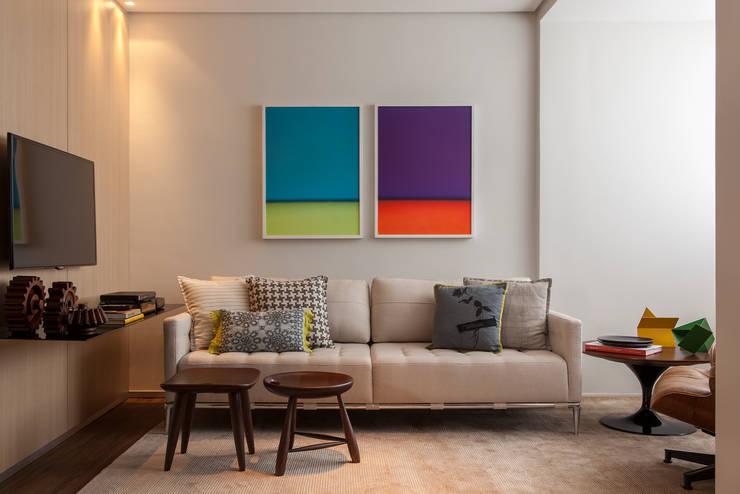 Living room تنفيذ Nara Cunha Arquitetura e Interiores