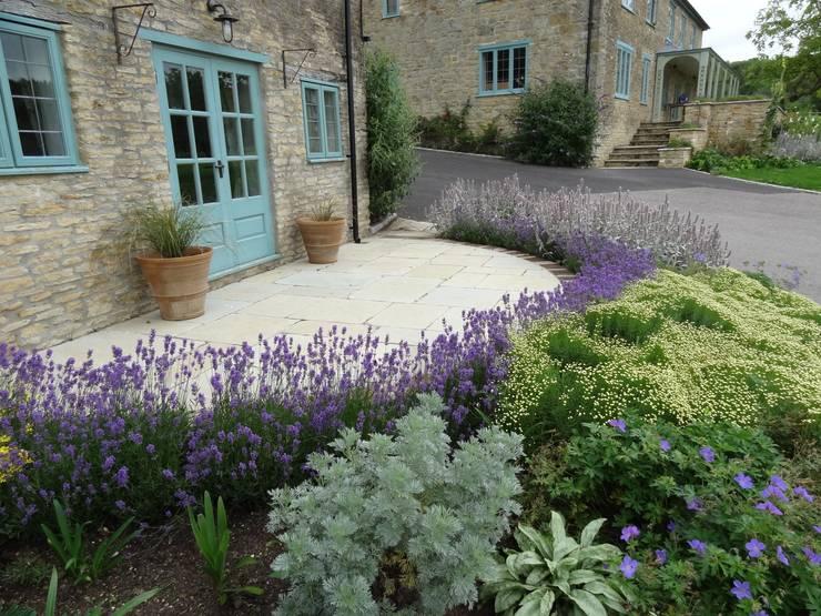 Somerset Farmhouse - Cottage garden:  Terrace by Laurence Maunder Garden Design & Consultancy