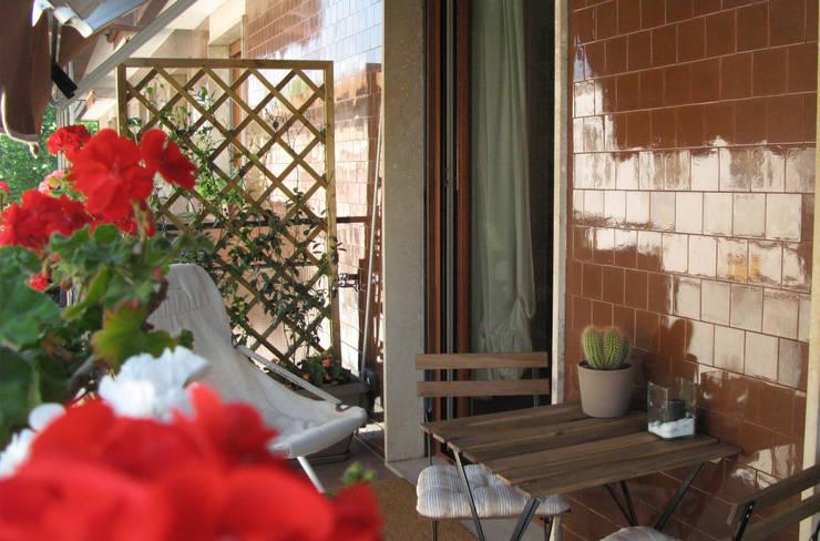Casa EB: Terrazza in stile  di studio di architettura cinzia besana