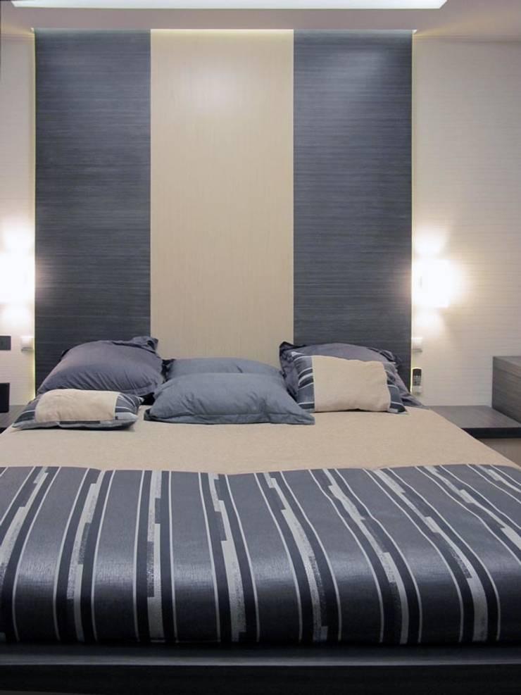 Квартира с мужским характером: Спальная комната  в . Автор – Дизайн-студия Идея