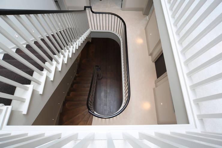 Stairs:  Corridor & hallway by Zodiac Design