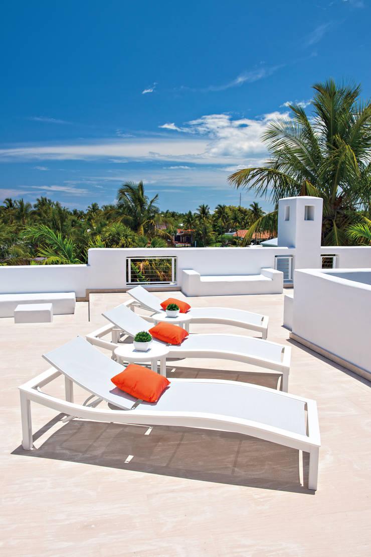 CASA BRUNO tumbonas Bazza de aluminio y polímero de grado marino (MGP): Hoteles de estilo  de Casa Bruno American Home Decor