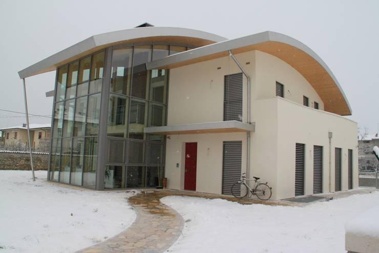 Conservatory by Giuseppe Maria Padoan bioarchitetto - casarmonia progetti e servizi