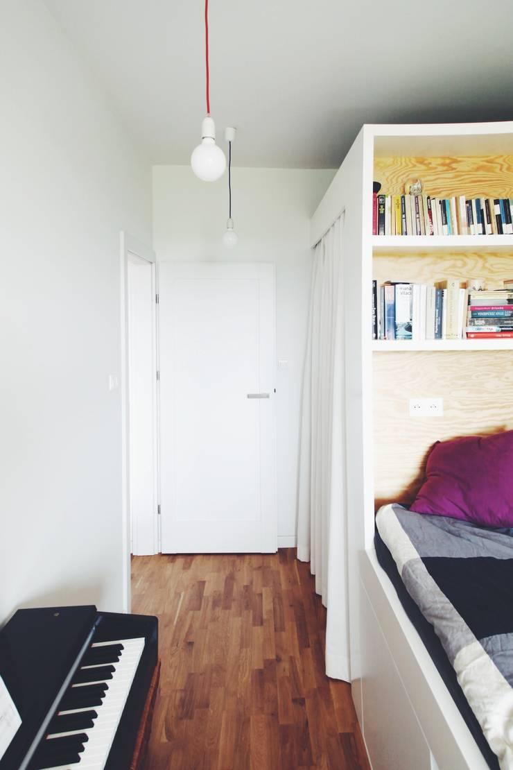 ofdesign Oskar Firek Plywood Warsaw sypialnia: styl , w kategorii Sypialnia zaprojektowany przez OFD architects