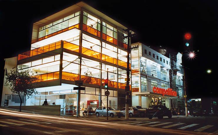 Academia Competition – unidade Oscar Freire: Espaços comerciais  por ARQdonini Arquitetos Associados,