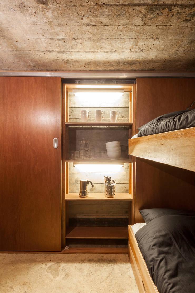Phòng ngủ theo B-ILD Architects,
