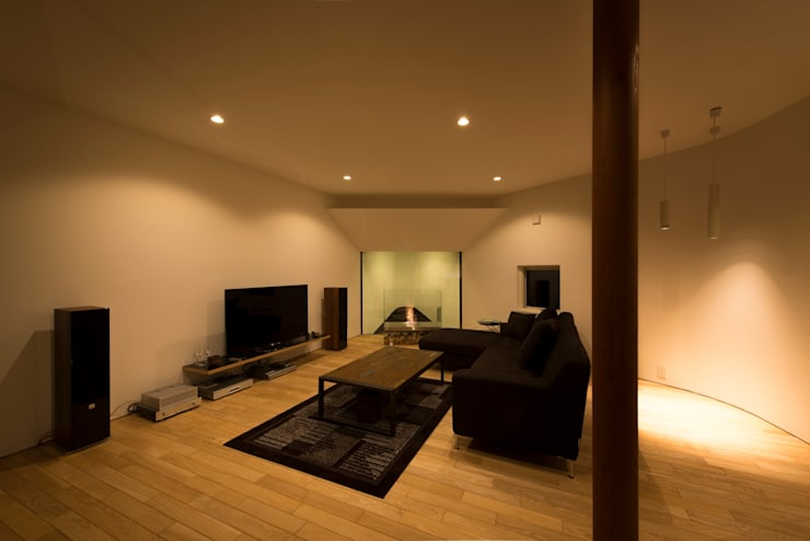HMN residence 04: 浅香建築設計事務所 asaka architectural designが手掛けたリビングです。