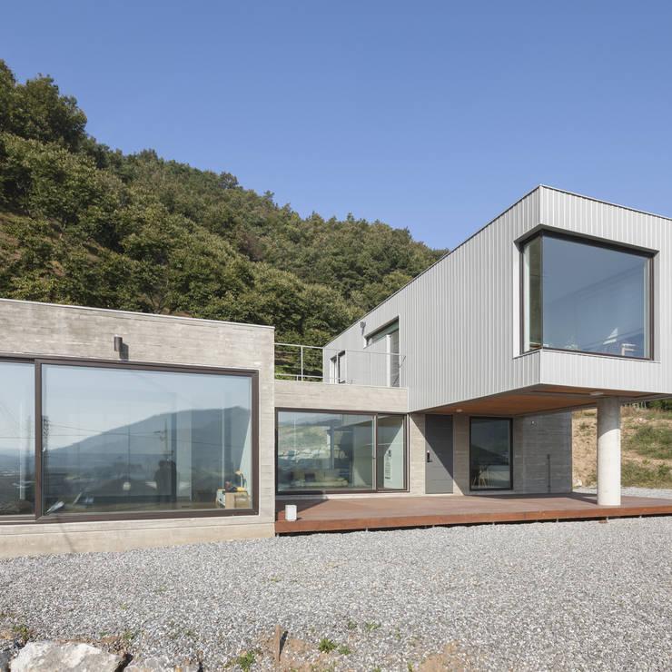청양주택: Cheongju University Department of Architecture의  주택,