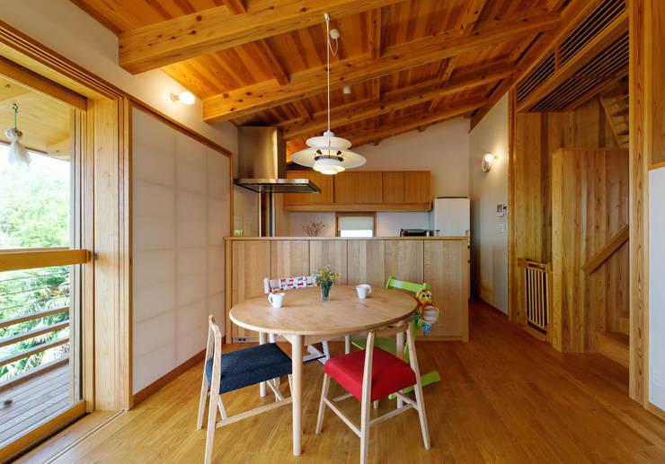 IR House: 磯村建築設計事務所が手掛けたキッチンです。