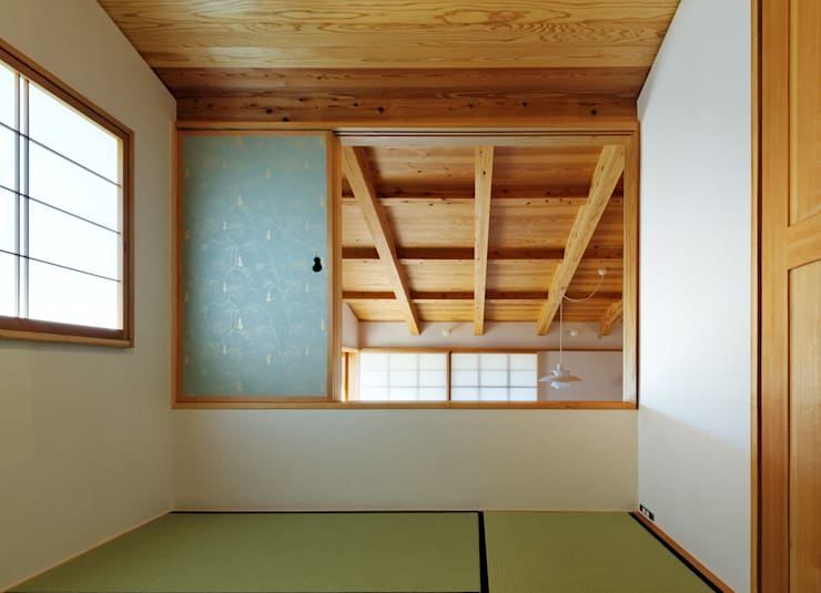 ジャパニーズルーム: 磯村建築設計事務所が手掛けた寝室です。
