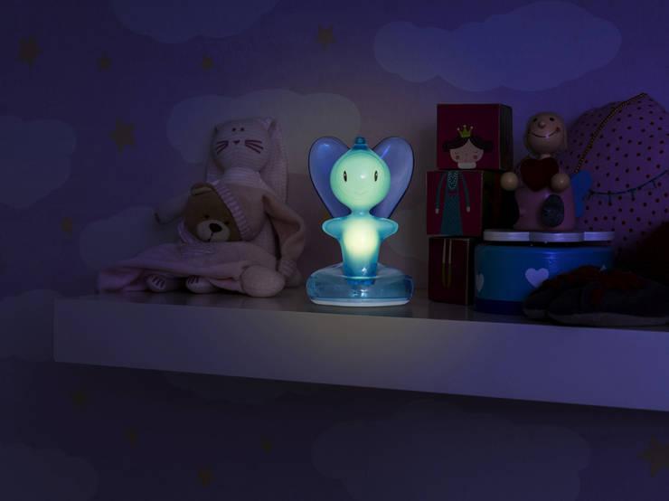 New Beba Light: Stanza dei bambini in stile in stile Industriale di Miriam Mirri