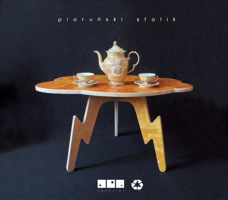 Pioruński stolik: styl , w kategorii Salon zaprojektowany przez bgdesign