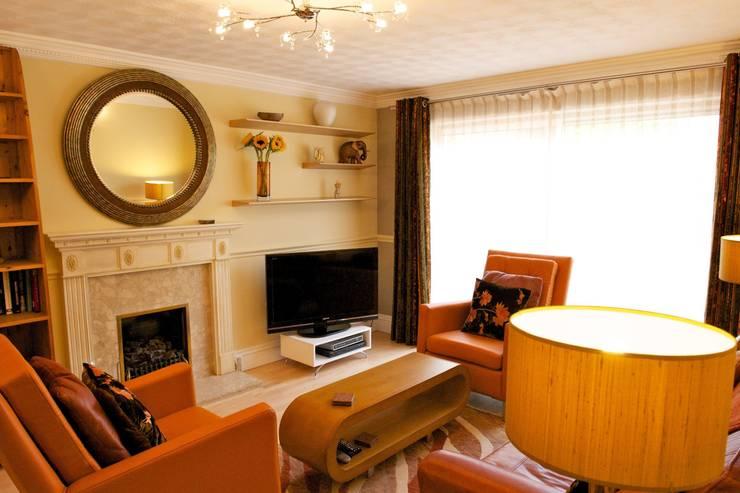 Living Room, showing AV Wall:  Living room by Chameleon Designs Interiors