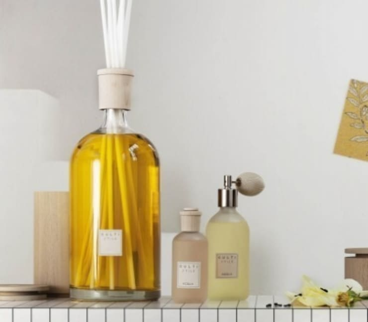 Culti Room Sprays and Diffusers:  Living room by Rooi