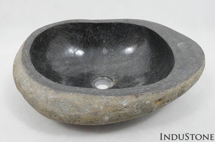 Umywalka kamienna RIVER STONE FOSIT: styl , w kategorii Łazienka zaprojektowany przez Industone