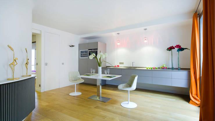 CHAMPS DE MARS: Cuisine de style de style Moderne par Bertina Minel architecture