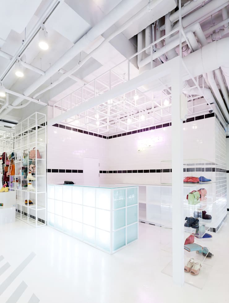 생동감있는 천정: Design m4의  상업 공간,미니멀