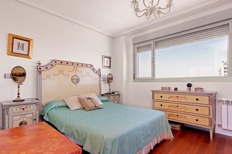 Dormitorio principal: Dormitorios de estilo moderno de DISEÑO Y ARQUITECTURA INTERIOR