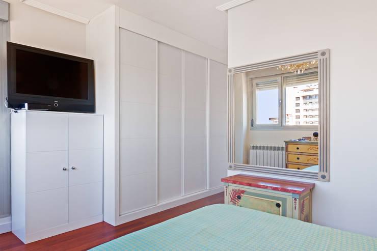 غرفة الملابس تنفيذ DISEÑO Y ARQUITECTURA INTERIOR