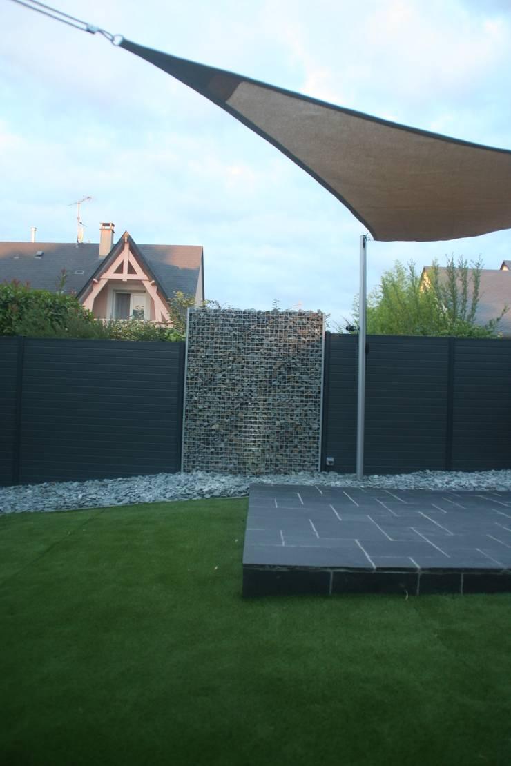 terrasse et gabion: Jardin de style  par EURL OLIVIER DUBOIS