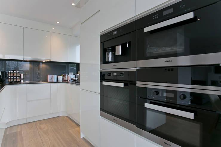 Cuisine de style  par Temza design and build, Moderne