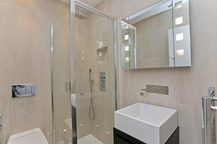 Salle de bains de style  par Temza design and build, Moderne