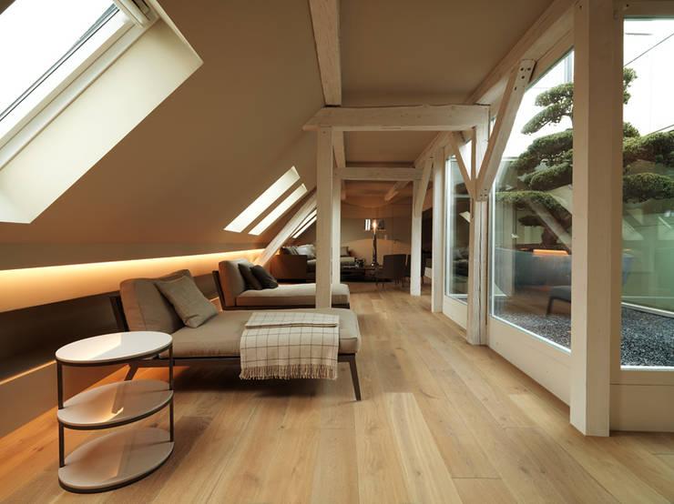 Penthouse Zürich 250m2:  Wohnzimmer von Iria Degen Interiors