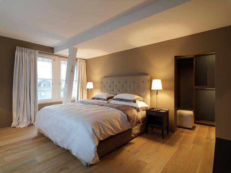 Penthouse Zürich 250m2:  Schlafzimmer von Iria Degen Interiors