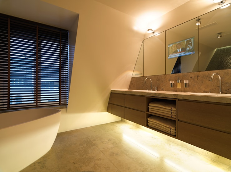 Penthouse Zürich 250m2:  Badezimmer von Iria Degen Interiors