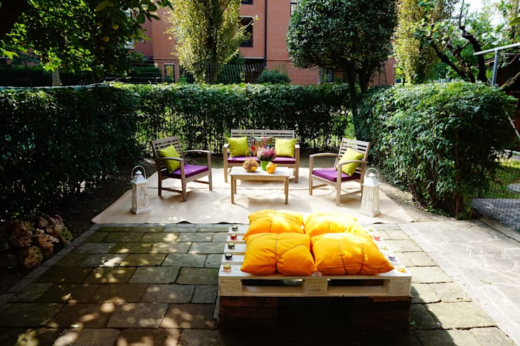 HOME STAGING ALL'ARIA APERTA! CRONACA DI UN CAMBIAMENTO!: Giardino in stile  di ROBERTA BELLOTTI