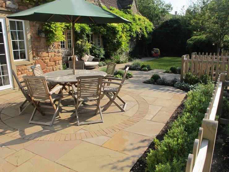 Katherine Roper Landscape & Garden Design:  tarz Bahçe