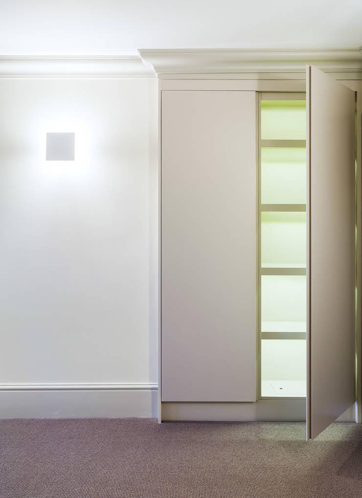 64 Harley Street:  Bedroom by Sonnemann Toon Architects
