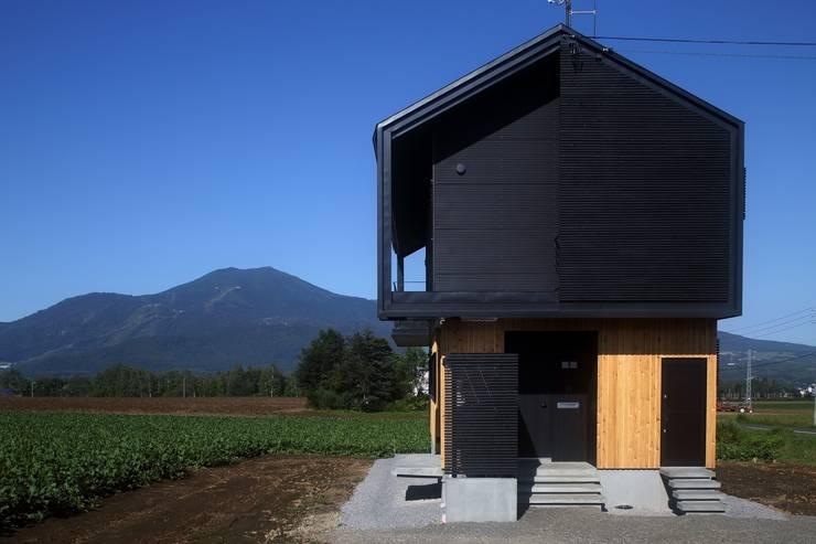 羊蹄山ファームハウス: 株式会社 遠藤建築アトリエが手掛けた家です。